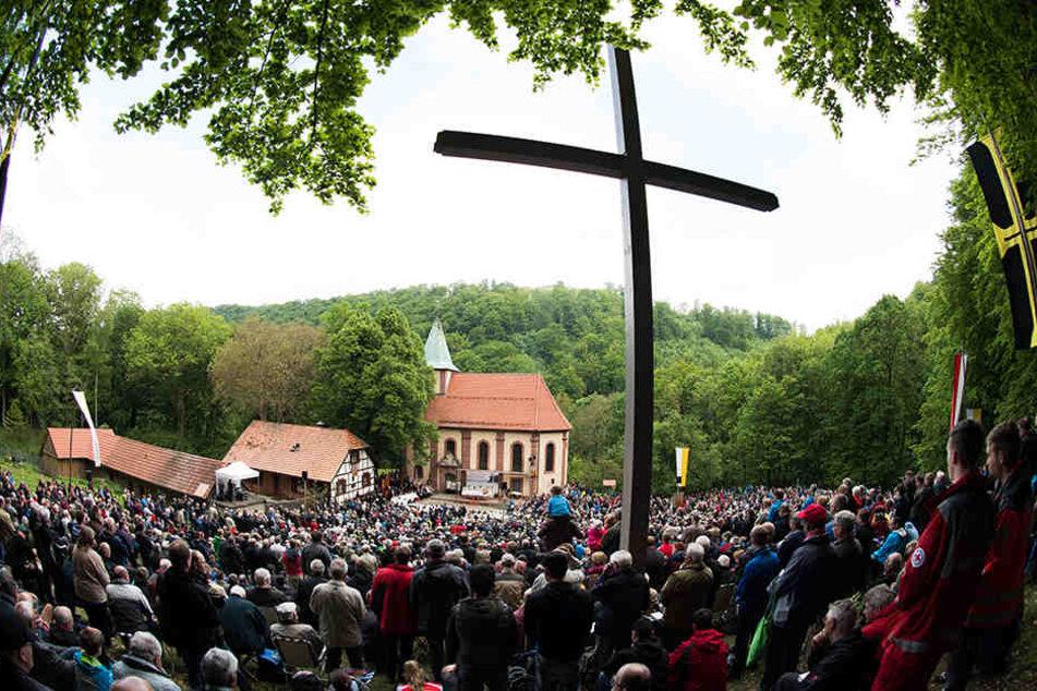 Tausende kamen zur idyllisch-gelegenen Wallfahrtskirche Klüschen Hagis.
