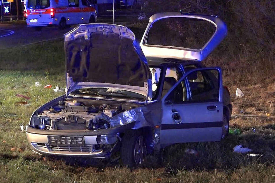 Ein Wagen wurde offensichtlich von der Fahrbahn geschleudert.