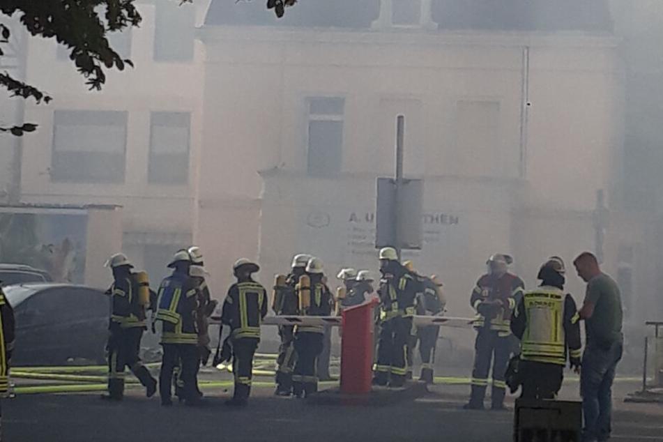 Großfeuer in Bad Godesberg bei Bonn: Schreinerei brennt!