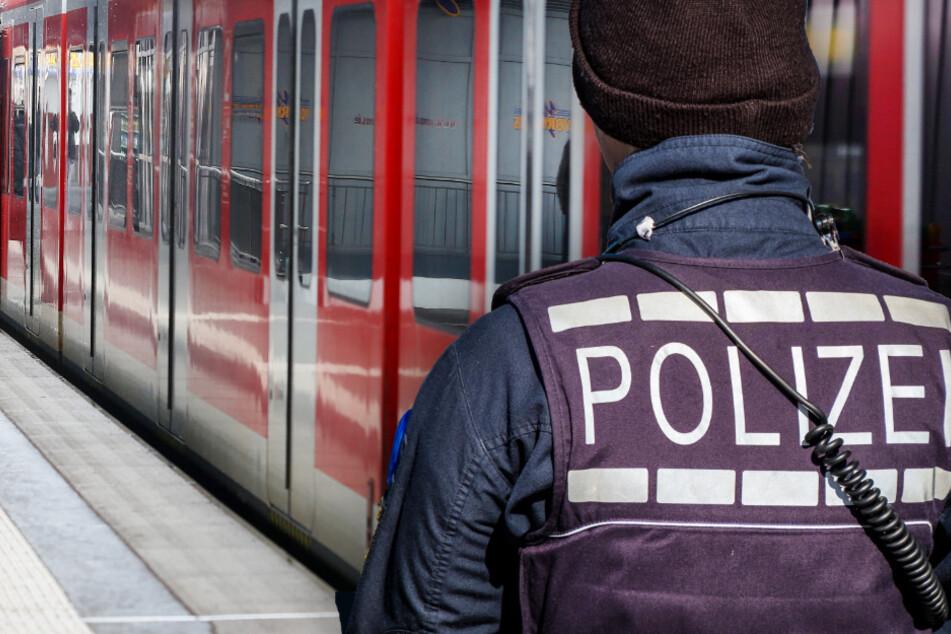 """Die vermeintliche Polizistin trug eine Strickmütze, die mit dem Schriftzug """"Polizei"""" versehen war. (Symbolfoto)"""