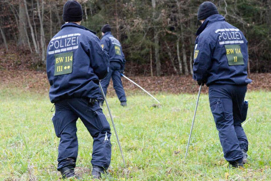 Die Polizei konnte nach einer mehr als 18-stündigen Suchaktion einen 80-Jährigen in einem Waldstück retten. (Symbolbild)