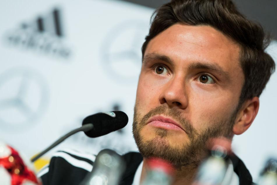 Nationalspieler Jonas Hector (27) bei einer DFB-Pressekonferenz (Archivbild).