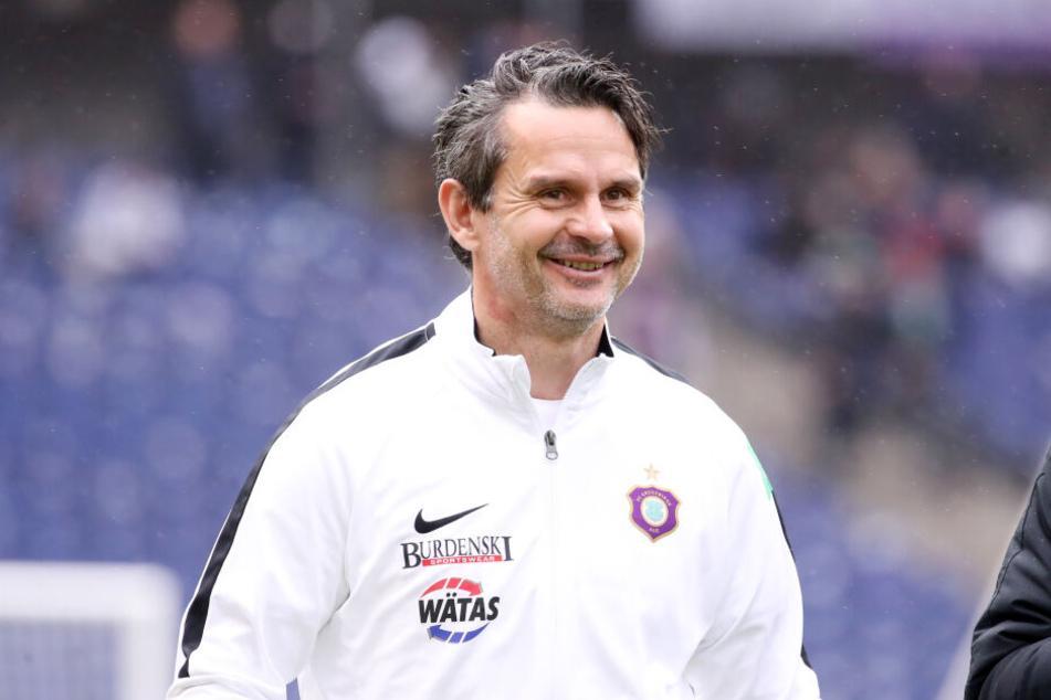 Die Leistungen seiner Mannschaft zauberten FCE-Coach Dirk Schuster ein Lächeln ins Gesicht.