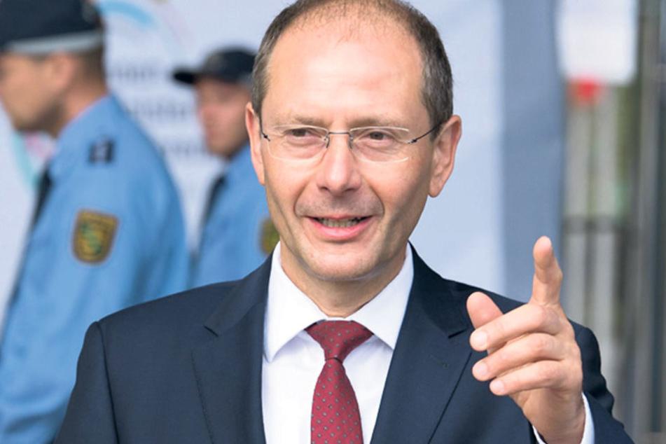 Fanatisierungsgrad und Waffenaffinität der Reichsbürger sind nicht zu  unterschätzen, so Innenminister Markus Ulbig (53, CDU).
