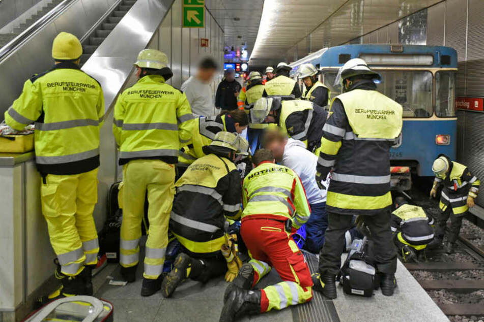 Tragödie an U-Bahnhof: 33-Jähriger stürzt ins Gleisbett und wird überrollt