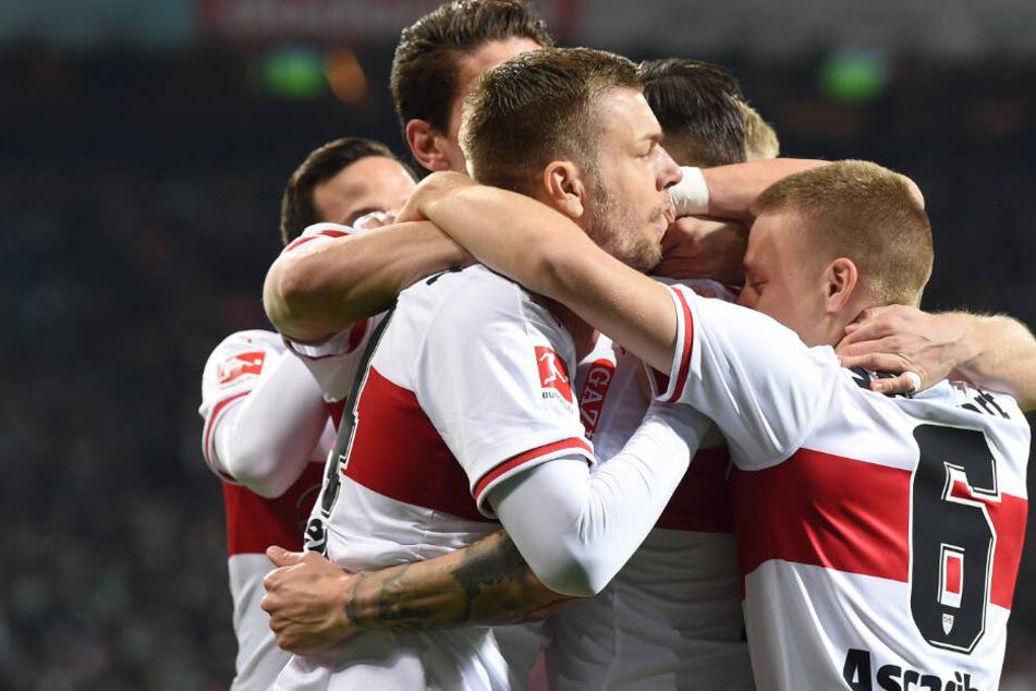 Jubel beim VfB über das frühe 1:0 (2.) gegen Werder Bremen.