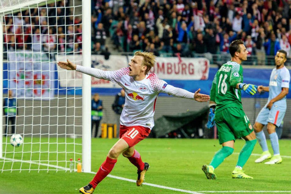 Emil Forsberg drehte nach seinem Tor zum 1:0 zum Jubel ab. Es war Leipzigs erstes Tor der Champions-League-Geschichte.