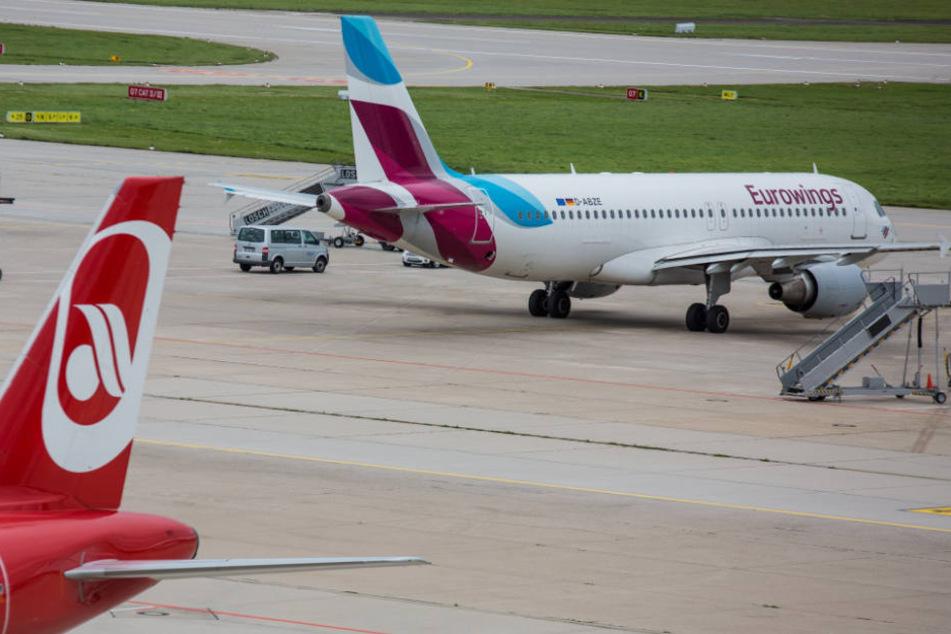 Der Stuttgarter Flughafen im September: Damals boten noch Air Berlin (Vordergund) und Eurowings Flüge nach Berlin an.