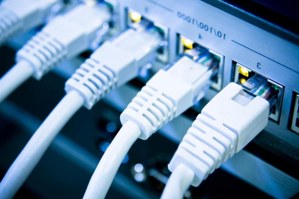 Am frühen Morgen sei eine neue Software in das Netz eingespeist worden, die den Fehler beheben soll.