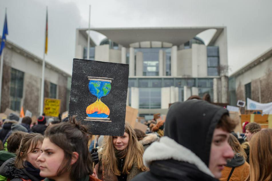 Eine Demonstration vor dem Kanzleramt. (Symbolbild)