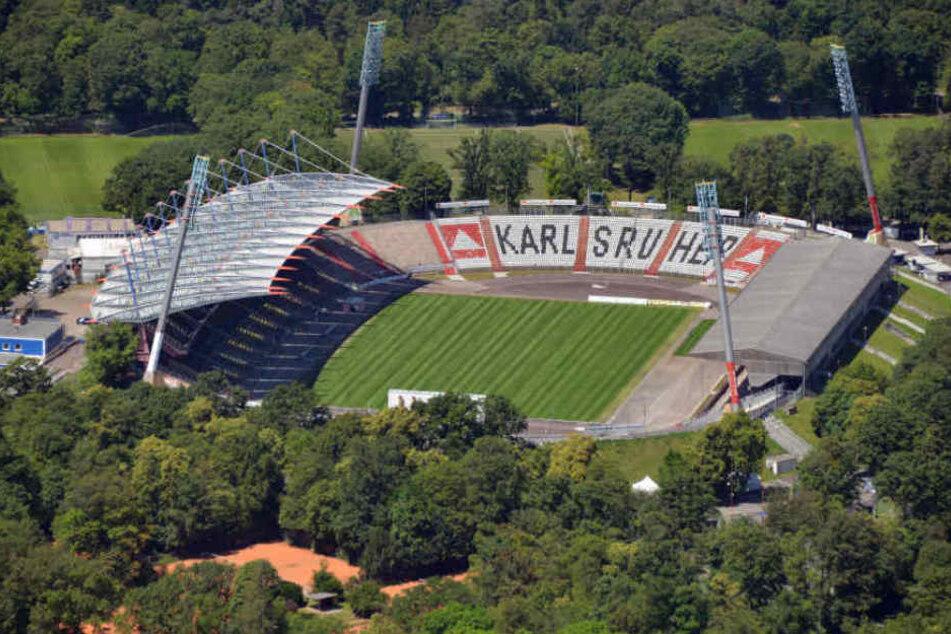 Die Attacke geschah nach dem Spiel des Karlsruher SC gegen den FSV Zwickau. (Symbolbild)