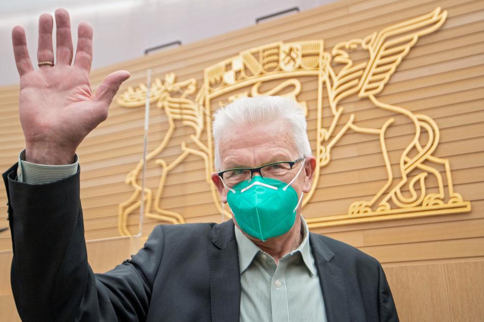 Winfried Kretschmann (72, Bündnis 90/Die Grünen), Ministerpräsident von Baden-Württemberg, will sich am Freitag mit AstraZeneca impfen lassen.