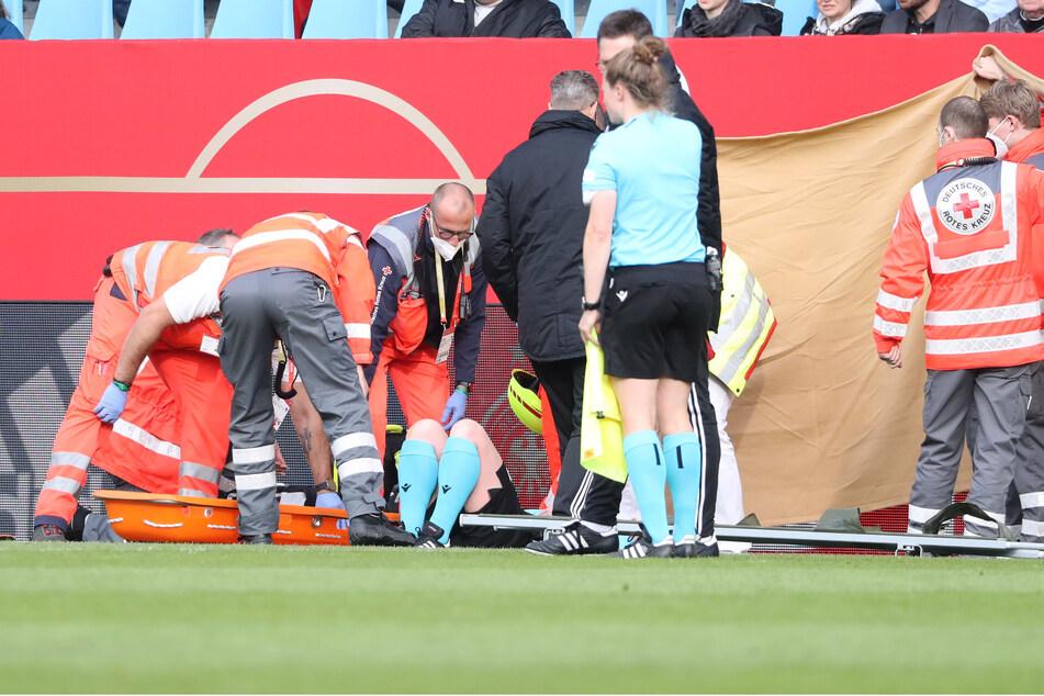 Schiedsrichter-Assistentin Helen Edwards war am Dienstagabend in Chemnitz kurz vor der Halbzeit medizinisch behandelt worden und konnte nicht mehr weitermachen.
