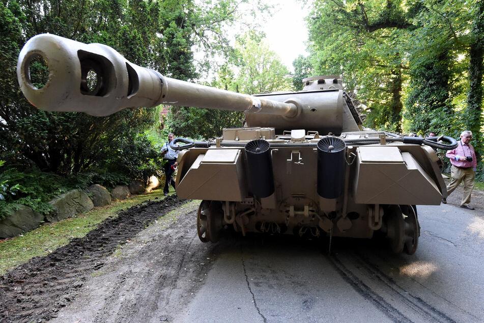 """Der Panzerkampfwagen von Typ """"Panther"""" steht zum Abtransport bereit."""