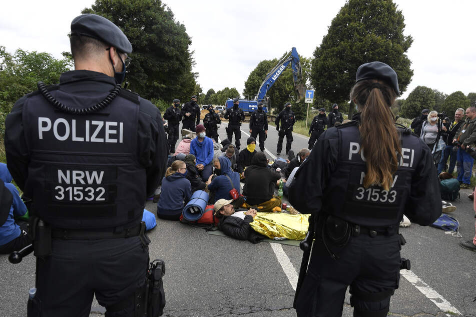 Wieder Proteste am Tagebau Garzweiler: Sitzblockaden auf L277