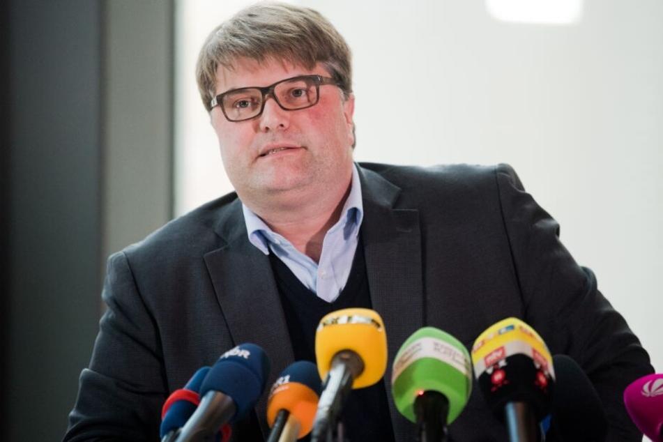 Tjark Bartels (SPD), Landrat des Kreises Hameln-Pyrmont, spricht über das Pflegeverhältnis.