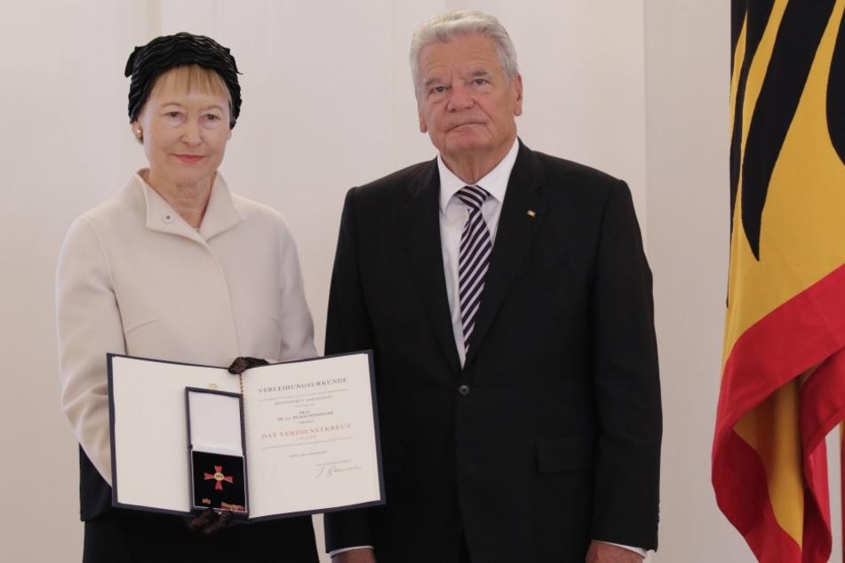 Ingrid Mössinger ist vonBundespräsident Joachim Gauck ausgezeichnet worden.