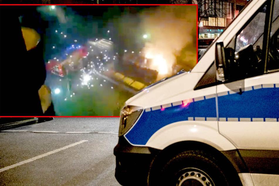 Schock-Video: Feuerwehrmänner im Einsatz mit Böllern attackiert