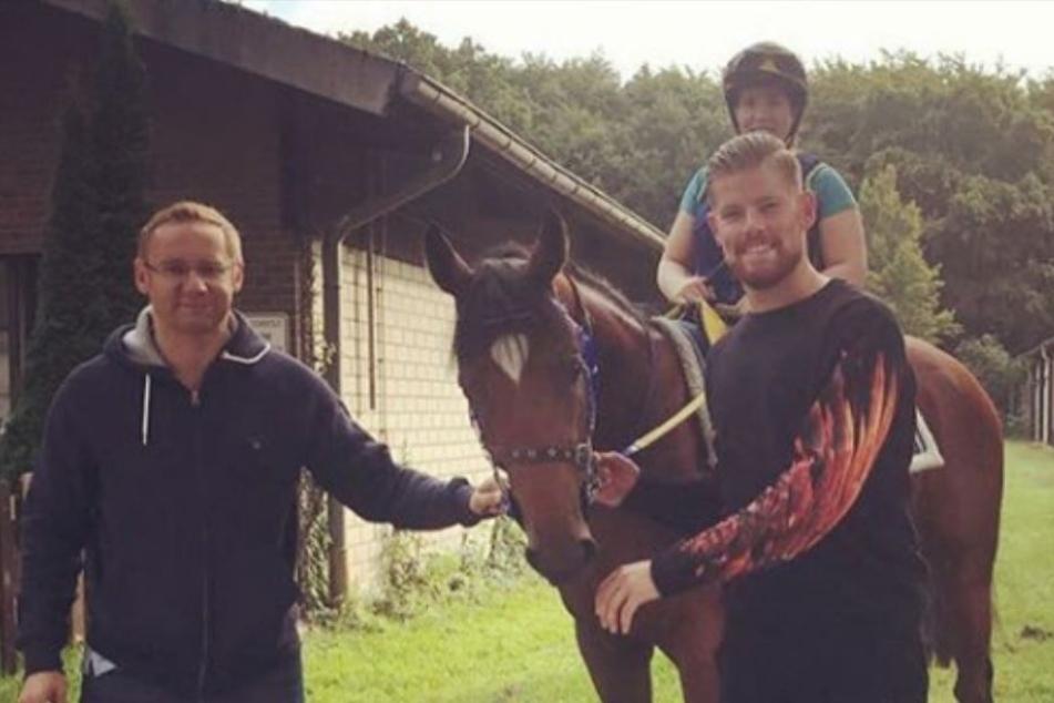 Rennpferd Julio gehört Timo Horn und Eckhard Sauren (l.).