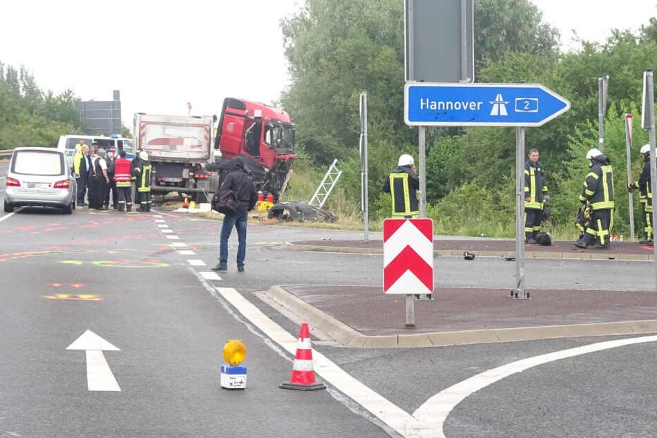 Bei dem Horror-Crash am Montagmorgen sind zwei Menschen ums Leben gekommen.