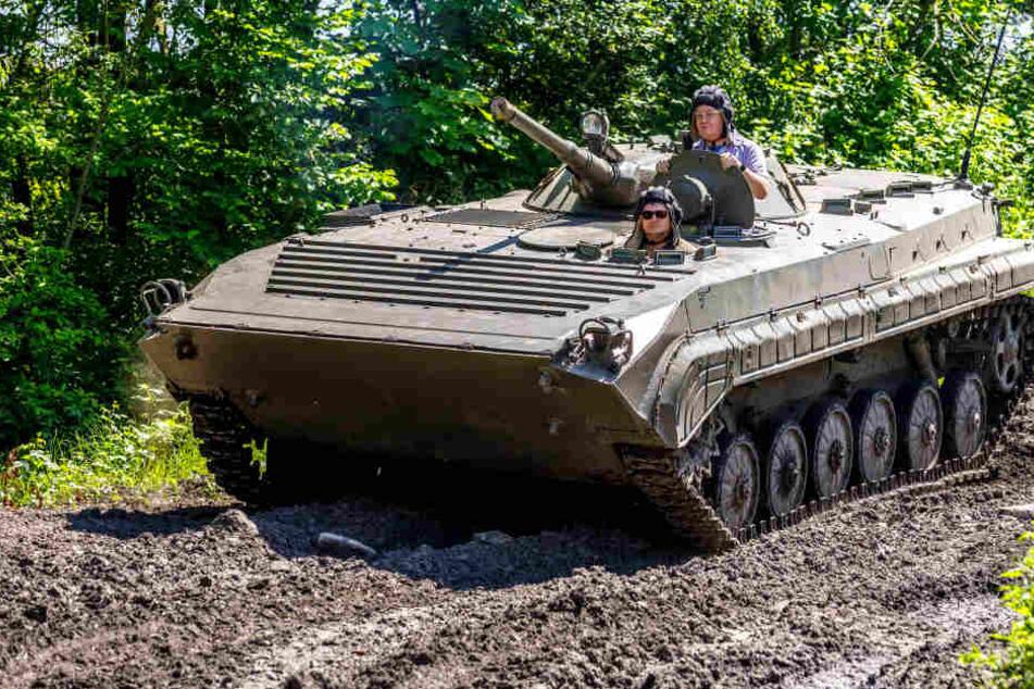 Mit 30 Tonnen durchs Gelände: Sachse fährt jetzt Panzer