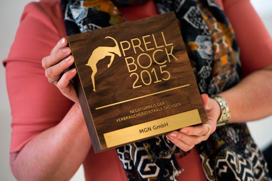 """Im März bekamen die Dresdner Abzocker erst den Negativpreis """"Prellbock 2015""""  verliehen."""