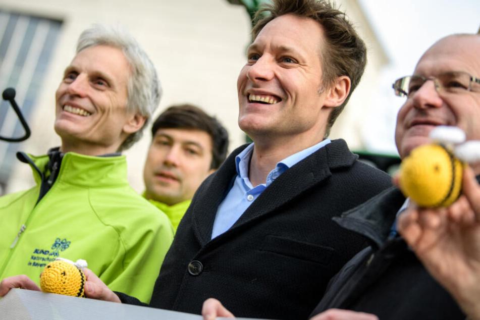 Grünen-Fraktionsvorsitzender Ludwig Hartmann (2.v.r.) fordert eine klare Linie.