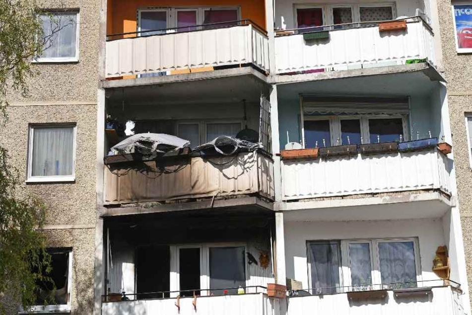 Anwohner bemerkten den Qualm der aus der Wohnung kam.