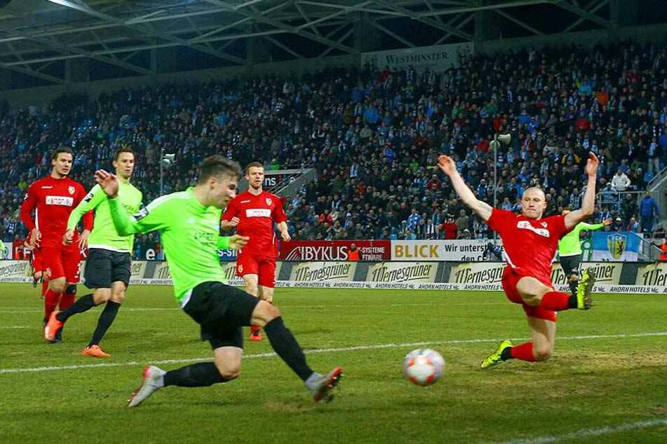 Tom Baumgart war der Aufsteiger  der vergangenen Saison. Hier erzielt er beim 4:0-Heimsieg gegen Energie Cottbus  sein erstes Drittligator.