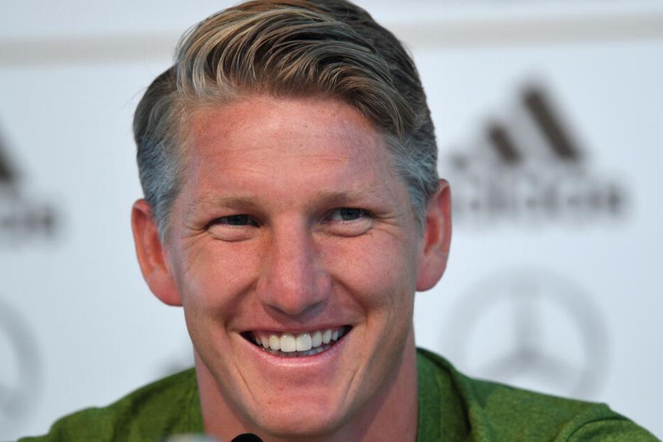 Bastian Schweinsteiger (35) bleibt dem Fußball treu.