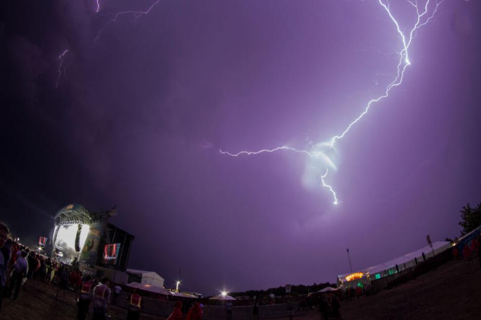 Eindrucksvolles Foto: Blitz und Donner können Highfield-Festival-Besucher nicht stoppen