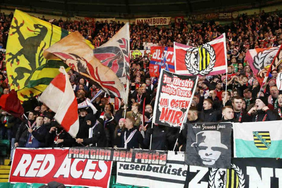 Knapp 2500 Leipziger Fans begleiteten ihre Mannschaft nach Schottland. Das ist vereinsintern neuer internationaler Rekord.