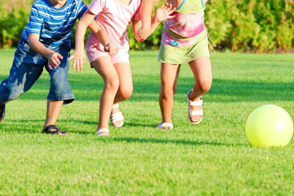 Aus Spaß hatten die Kinder gegeneinander spielen wollen. (Symbolbild)