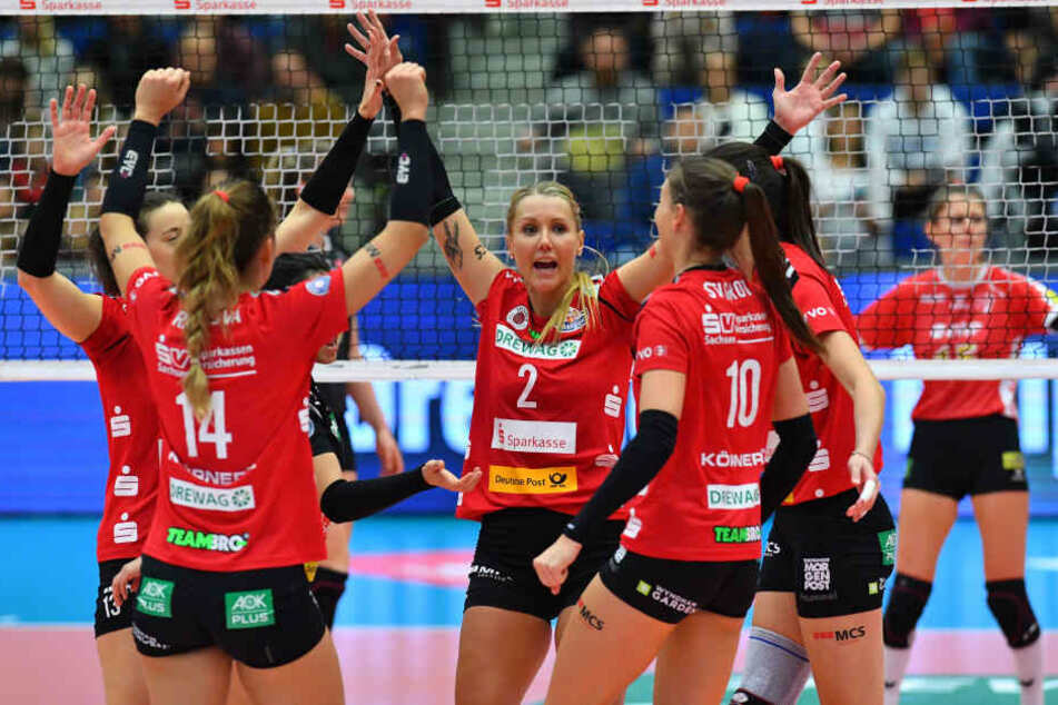 Jubel bei den Dresdner Volleyballerinnen!