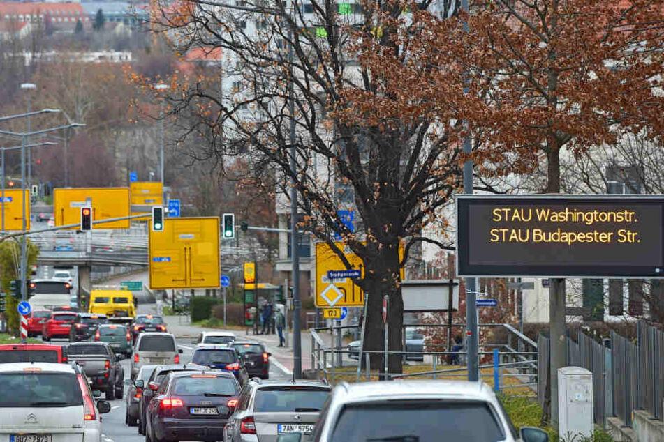 Nix geht mehr! Das Verkehrsleitsystem an der Bergstraße warnte Samstagvormittag die Autofahrer.