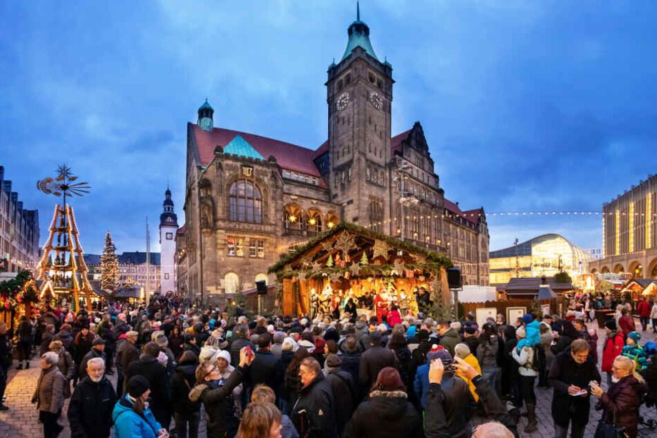 Tausende Besucher strömten zur Eröffnung des Chemnitzer Weihnachtsmarktes.