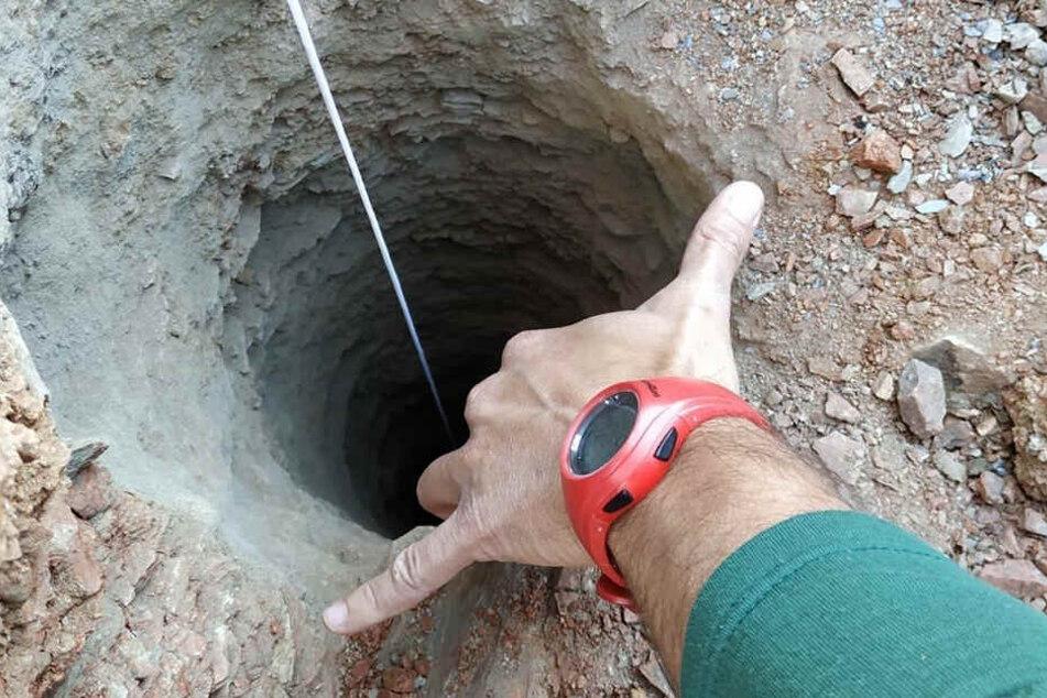 Julen (2) ist in einem mehr als 100 Meter tiefen Brunnenschacht verschollen.