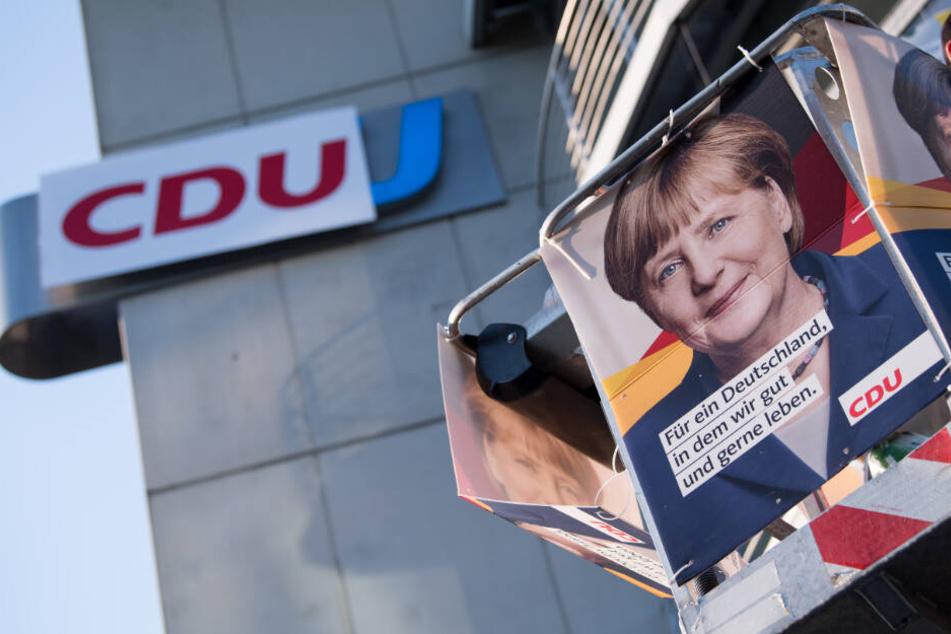 In Mannheim wurden zahlreiche Plakate unzulässig aufgehängt. (Symbolbild)