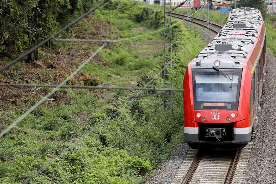 Beim Überqueren der Gleise am Bahnhof Leipzig-Paunsdorf wurde am Donnerstagabend ein 40-Jähriger von einem Zug erfasst. (Symbolbild)