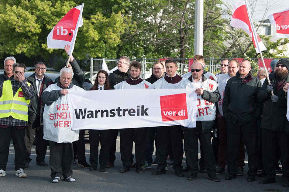 Auch in Dresdner streikten Mitarbeiter der Dresdner Verkehrsservicegesellschaft (DVS), die sonst Busse steuern.