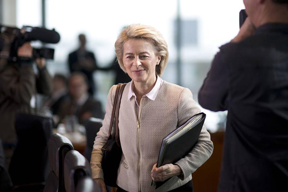 Verteidigungsministerin Ursula von der Leyen (58, CDU) will deshalb ab Juli 2017 jeden Bewerber für den Soldatendienst einer Sicherheitsüberprüfung unterziehen.