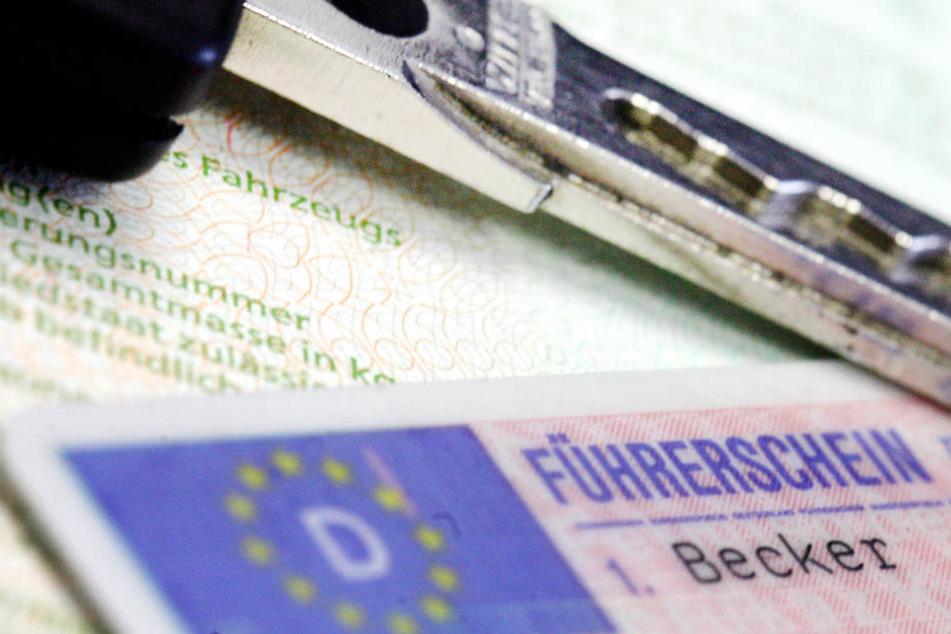 Seit dem Jahr 1997 war der Angeklagte immer wieder ohne Führerschein erwischt worden. (Symbolbild)