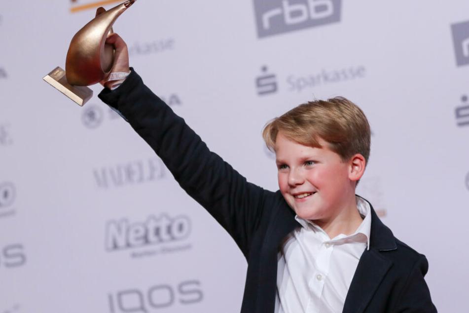 """Zu den Preisträgern gehört auch Julius Weckauf, der den jungen Hape Kerkeling in """"Der Junge muss an die frische Luft"""" spielt."""