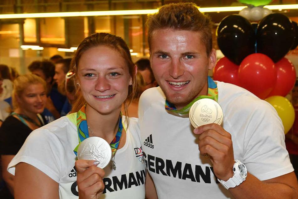 Steffi Kriegerstein mit ihrer Silbermedaille und Tom Liebscher mit seinem Olympia-Gold.