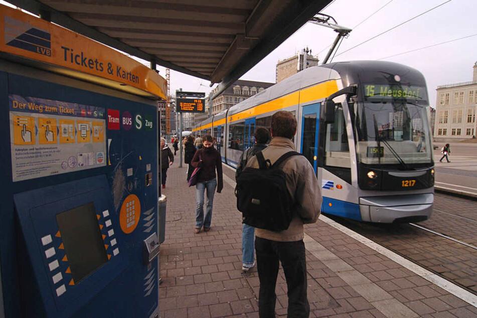 Ein Fahrkartenautomat am Leipziger Augustusplatz. Die erneute Preiserhöhung in Leipzig und Umgebung stößt sicher auf Widerstand.