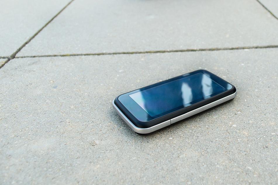 Mutmaßlicher Einbrecher verliert Handy auf der Flucht