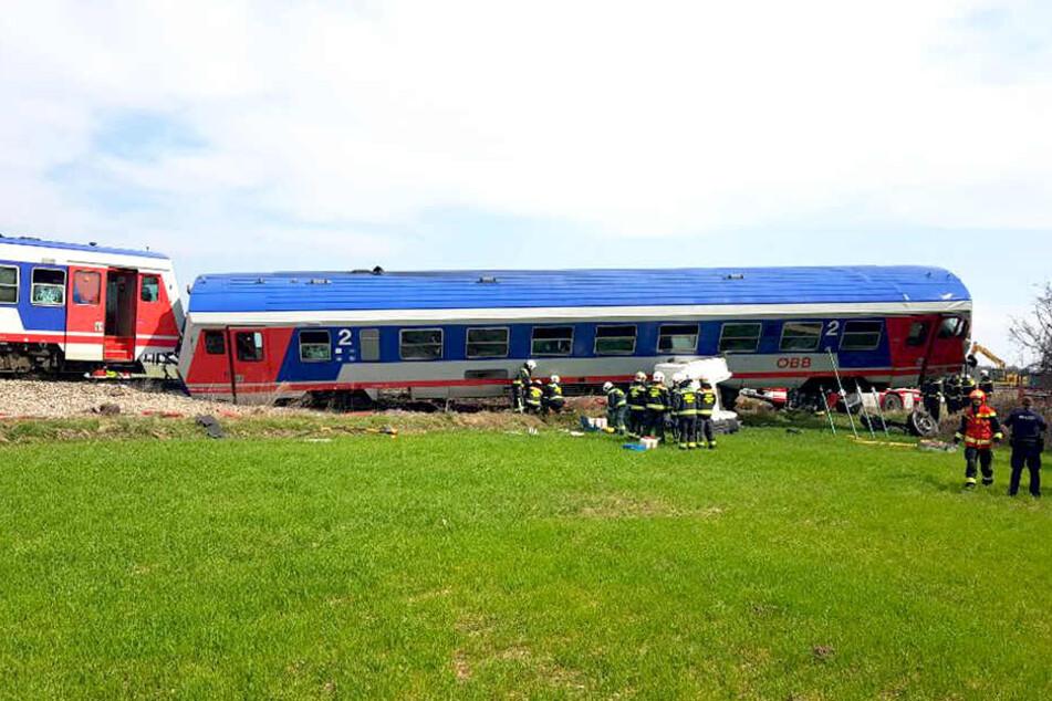 Die betroffene Strecke musste nach dem Zusammenstoß gesperrt werden.