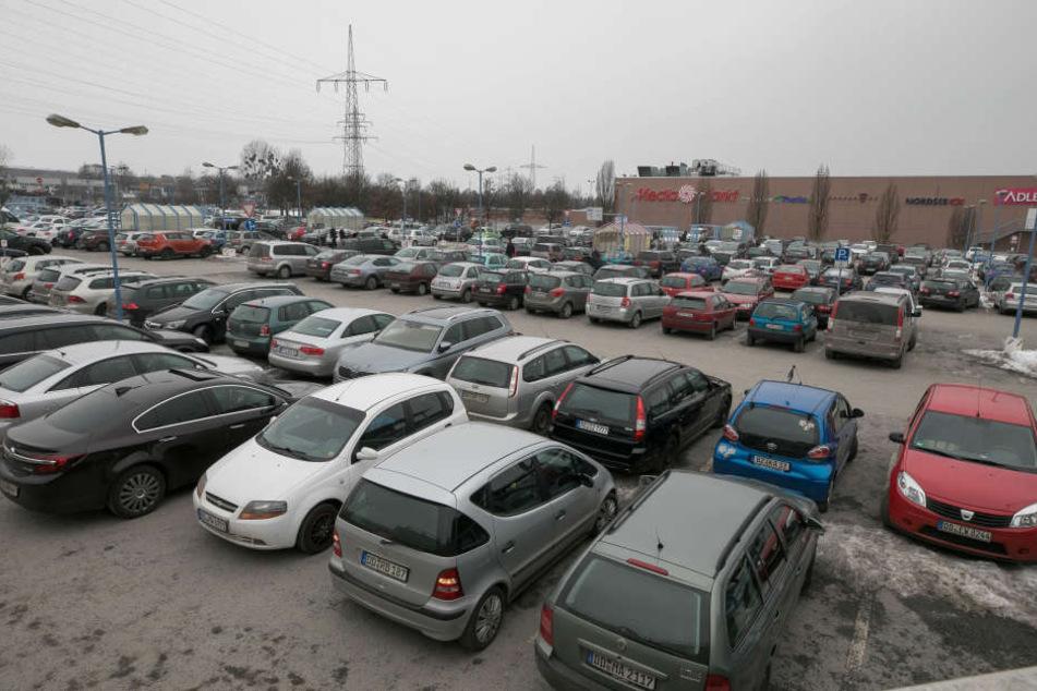 """Hier wird alles anders: Das alte Parkdeck verschwindet. Es bleiben 2000  Plätze. Geplant ist ein """"neues, aufgeräumtes, modernes Parkdeck""""."""
