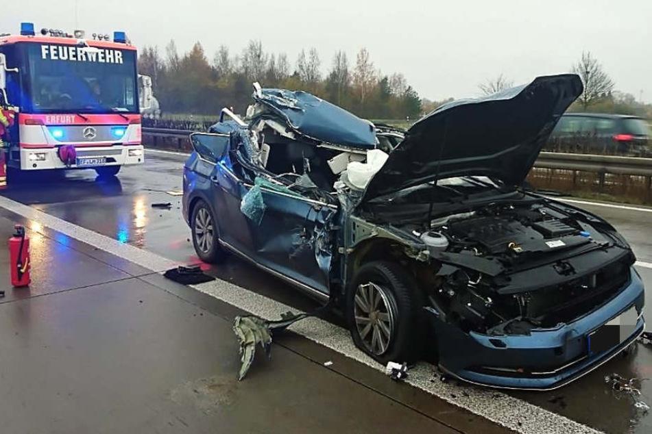 Aus diesem Wrack kam der Fahrer nur leicht verletzt heraus.