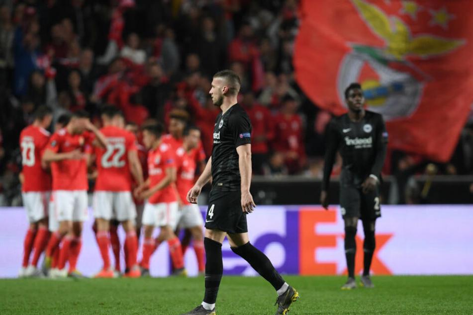 Frankfurts Ante Rebic (Bildmitte) war nach dem Europa League-Hinspiel sichtlich bedient.